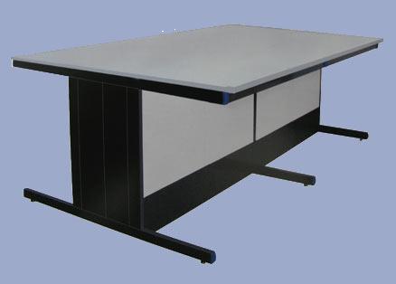 Столы островные лабораторные